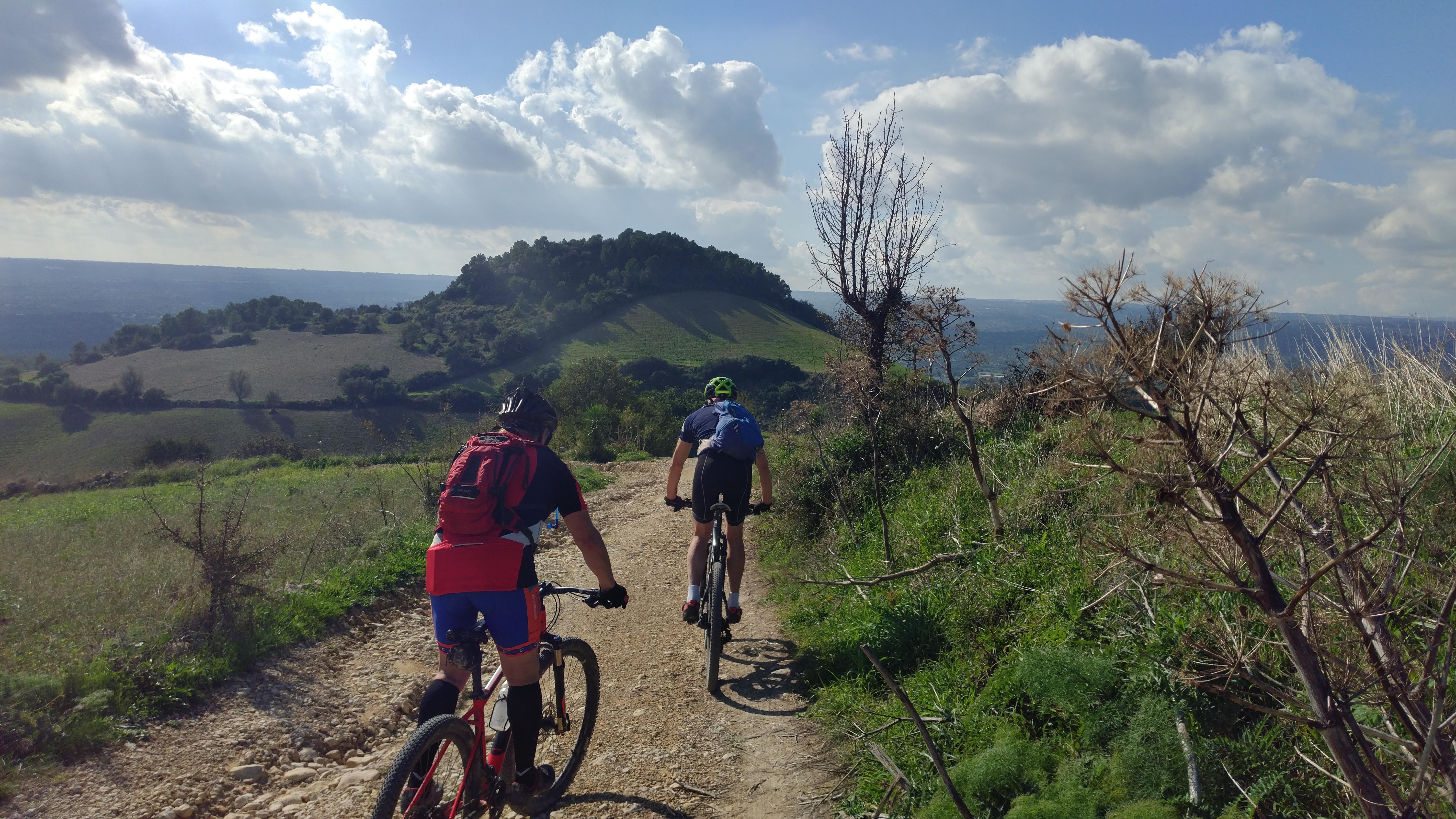 mountain bike tra Palazzolo e Noto
